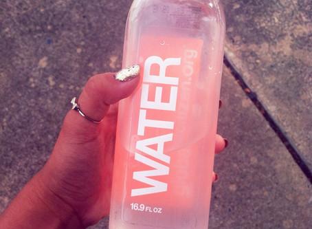 Bebeu água? Tá com sede?!