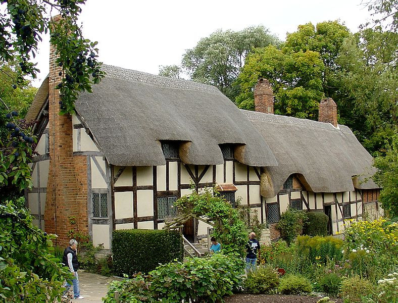Anne Hathaway Cottage Photo Wikimedia (Bjenks) License CC-BY-3.0