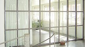 Transparente Bürotrennwand. Meier Metallbau Allschwil