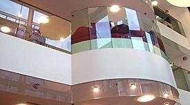 Glasbrüstung mit Stahlblechwangen, Meier Metallbau, Orell Füssli Basel