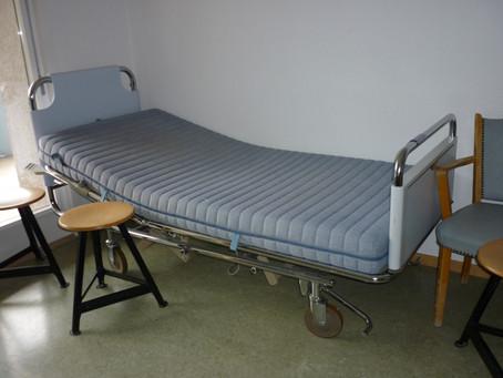 Spende von Spitalbetten der Leukerbad Clinic