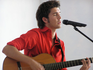 Sänger mit Gitarre.JPG