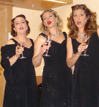 Croonettes Singing Rehearsal