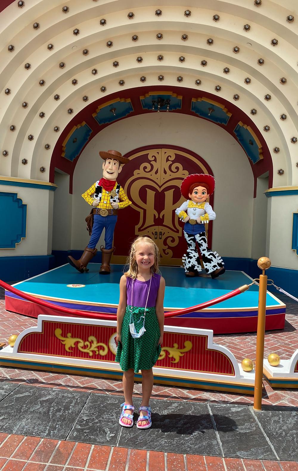 Finding Disneyland Characters at Disneyland and California Adventure on a Disneyland Vacation