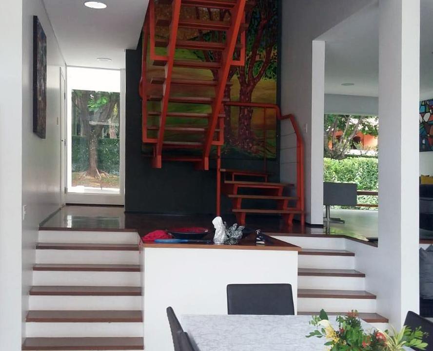 Detalhe da escada e painel artístico do arq. Sergio Tonissi