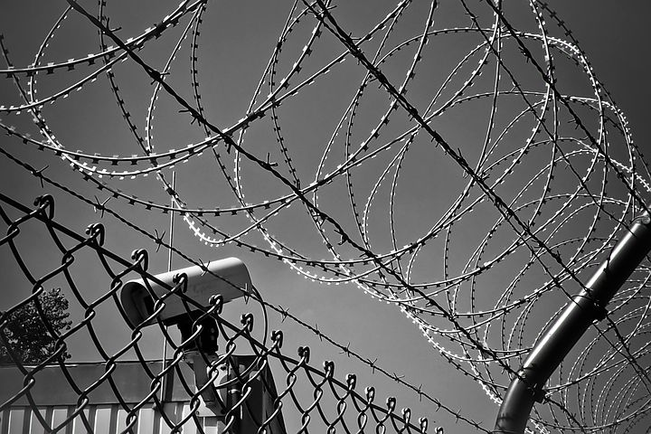 barbed-wire-1670222__480.jpg