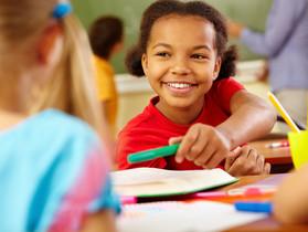 Make your life easier: Peer assessment across groups