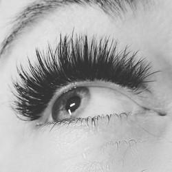 4-6 D volume lashes__#eyelashextensions