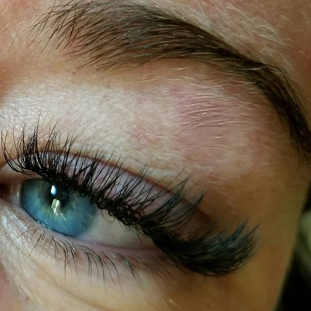 Volume Lashes_#eyelashextensions #Woodbu