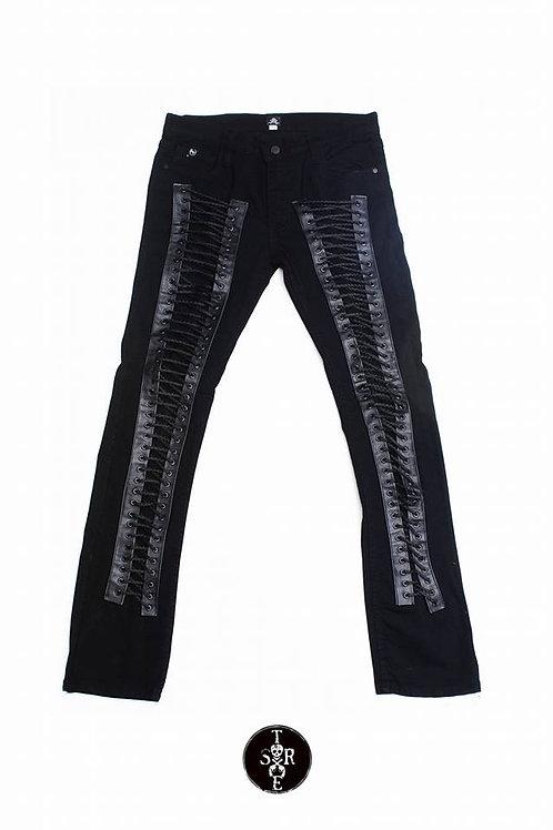 Pantalón de mezclilla con agujetas.
