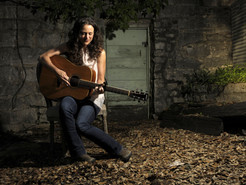 Award-Winning Folk Singer Beth Wood Takes the Stage at BlackRock