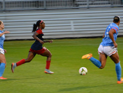 Dunn's Goal Defeats Dash to Keep Pace Near Top of NWSL