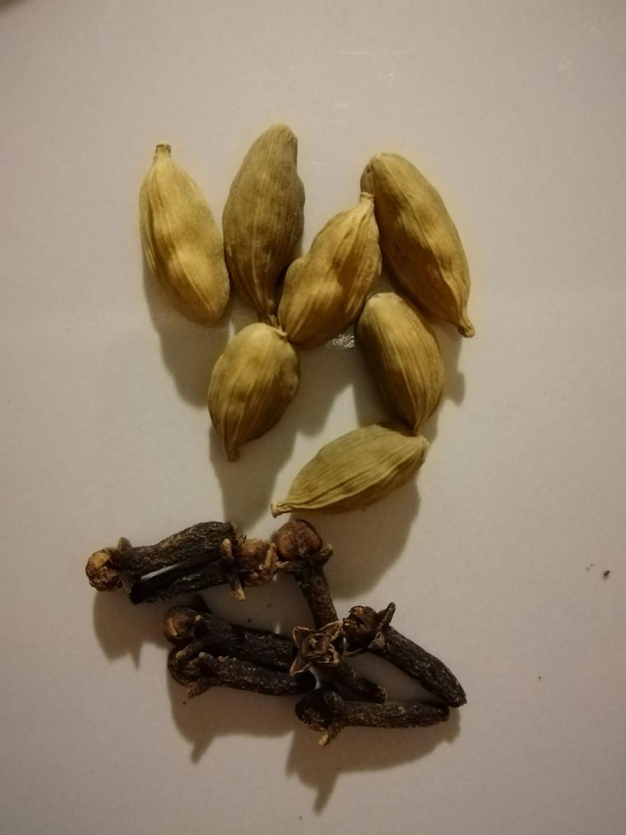cardamom and cloves spiced milk for coffee