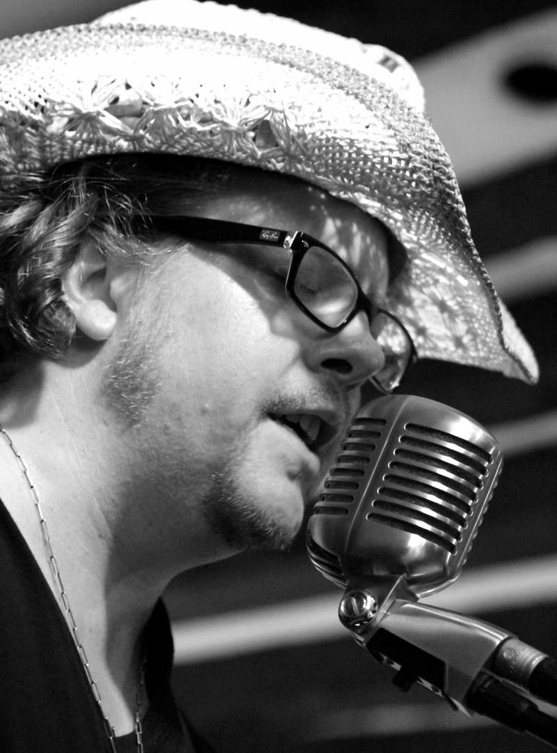 Matt sing.JPG