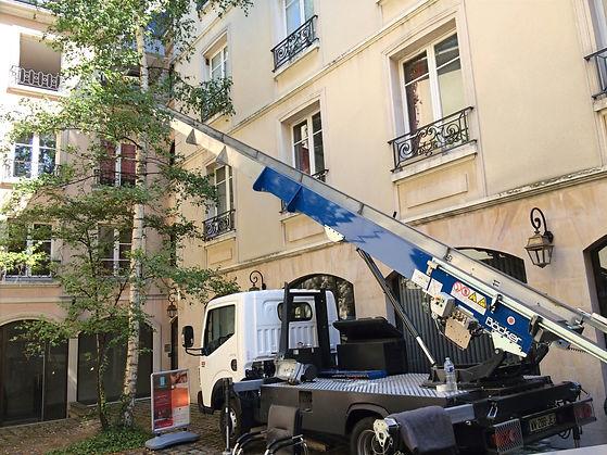 Monte Meubles en Yvelines (78), la société Yvelines Déménagementsmet à  disposition des particuliers et professionnels un monte-meubles ,son équipe de déménageurs de conduite, remontage de meubles, Démontage et déchargement de meubles.