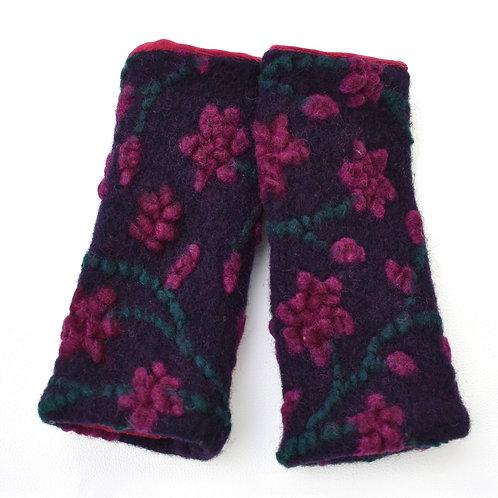 Pulswärmer/Armstulpen  Walk Blumen pink auf lila gefüttert mit samt