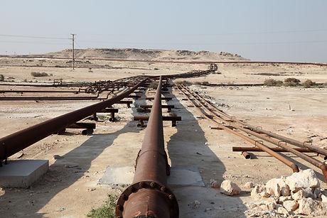 oil-and-gas-pipeline-in-desert.jpg