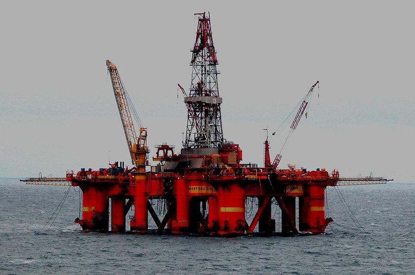 Oil_platform_in_the_North_Sea_edited_edi