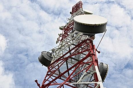 Mobile_mast_antenna_angled_506289343.jpg
