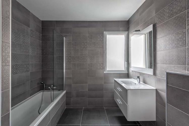 Oceanis - Monte Coast View-salle de bain calx grey.jpg