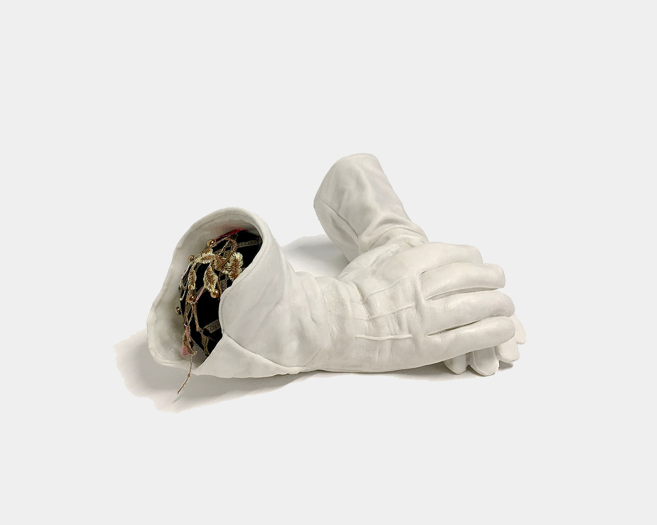 The gloves of the little worker in the street