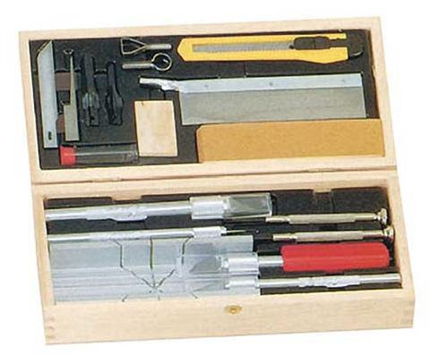 MAXX DELUXE KNIFE AND TOOL SET