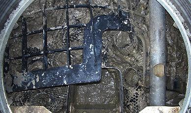 小型浄化槽ろ材押さえ破損.JPG