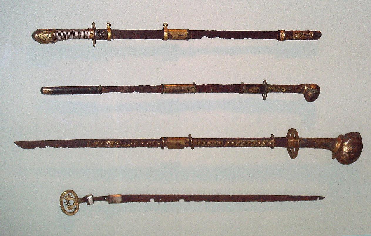 Japanese_straight_swords_6th_7th_century
