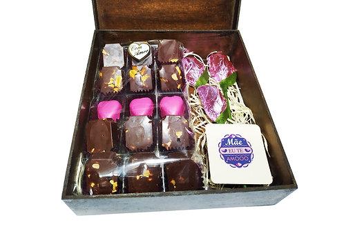 Kit/ Presente (Mdf):: 15 bombons finos e  Rosas Chocolate