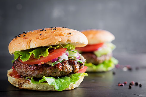 hamburgers-with-beef-tomato-red-onion-le