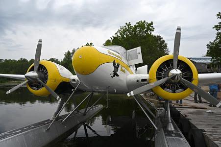 Beech 18 floatplane.JPG