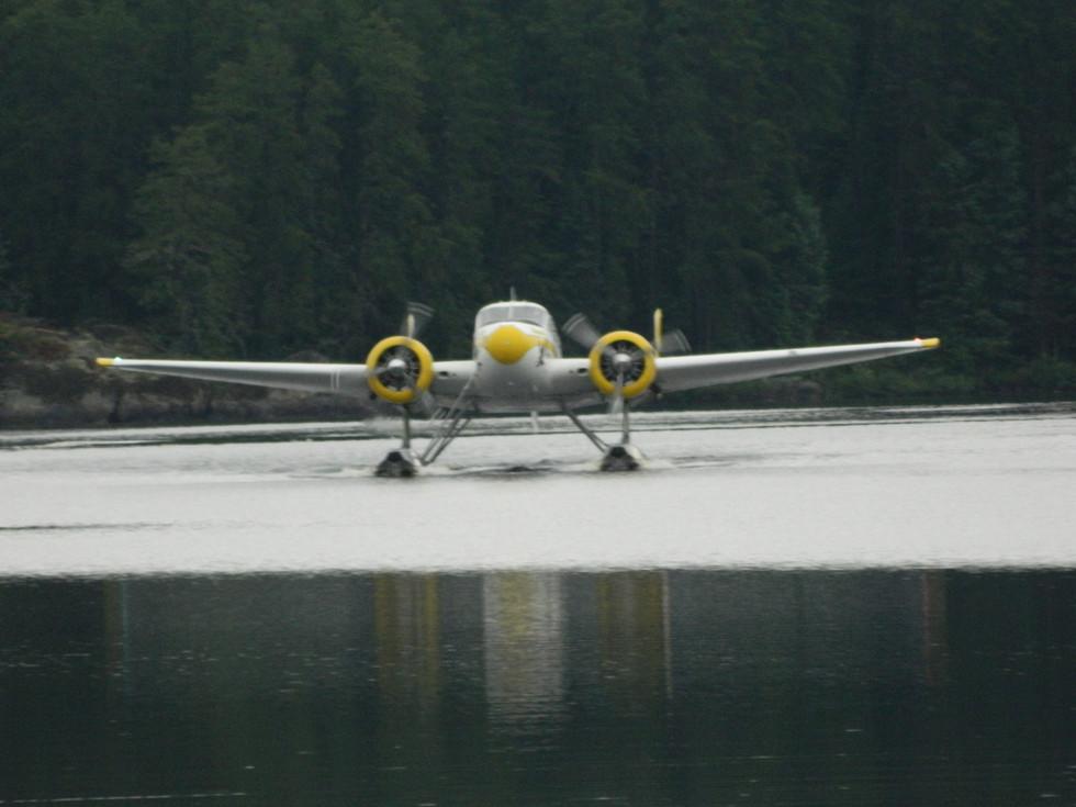 Beech 18 floatplane