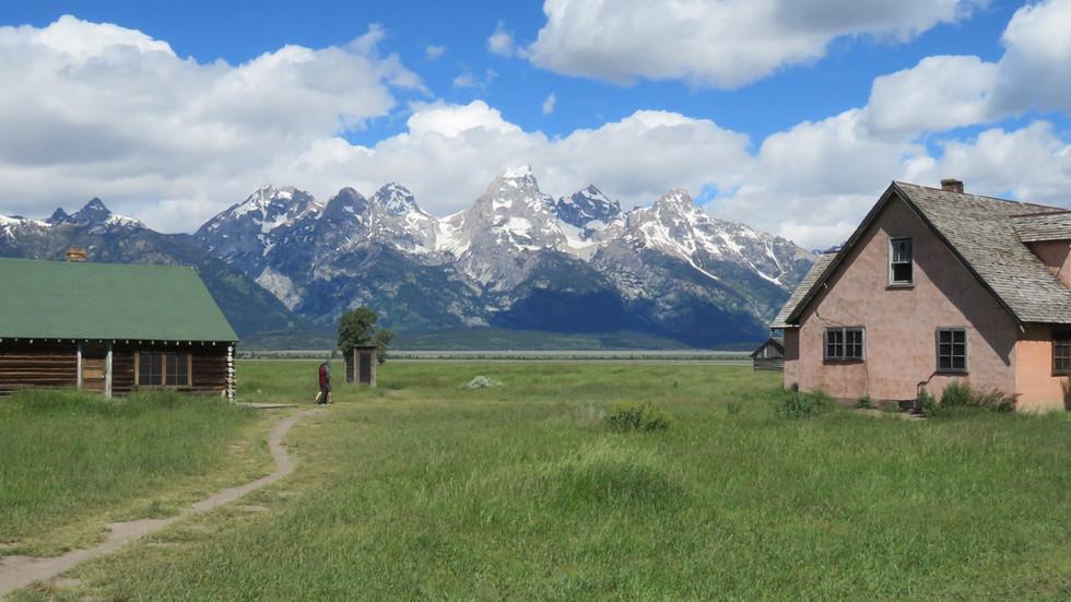 grand-teton-tour-mormon-row.JPG