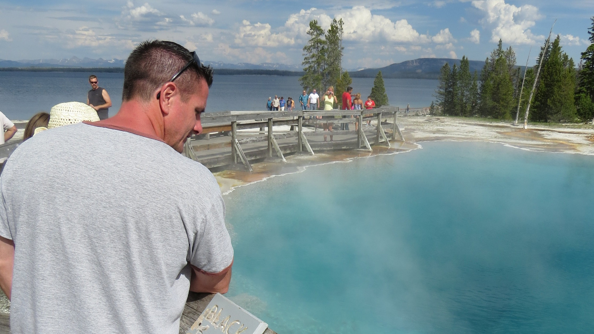Yellowstone-private-tour-hot-spring
