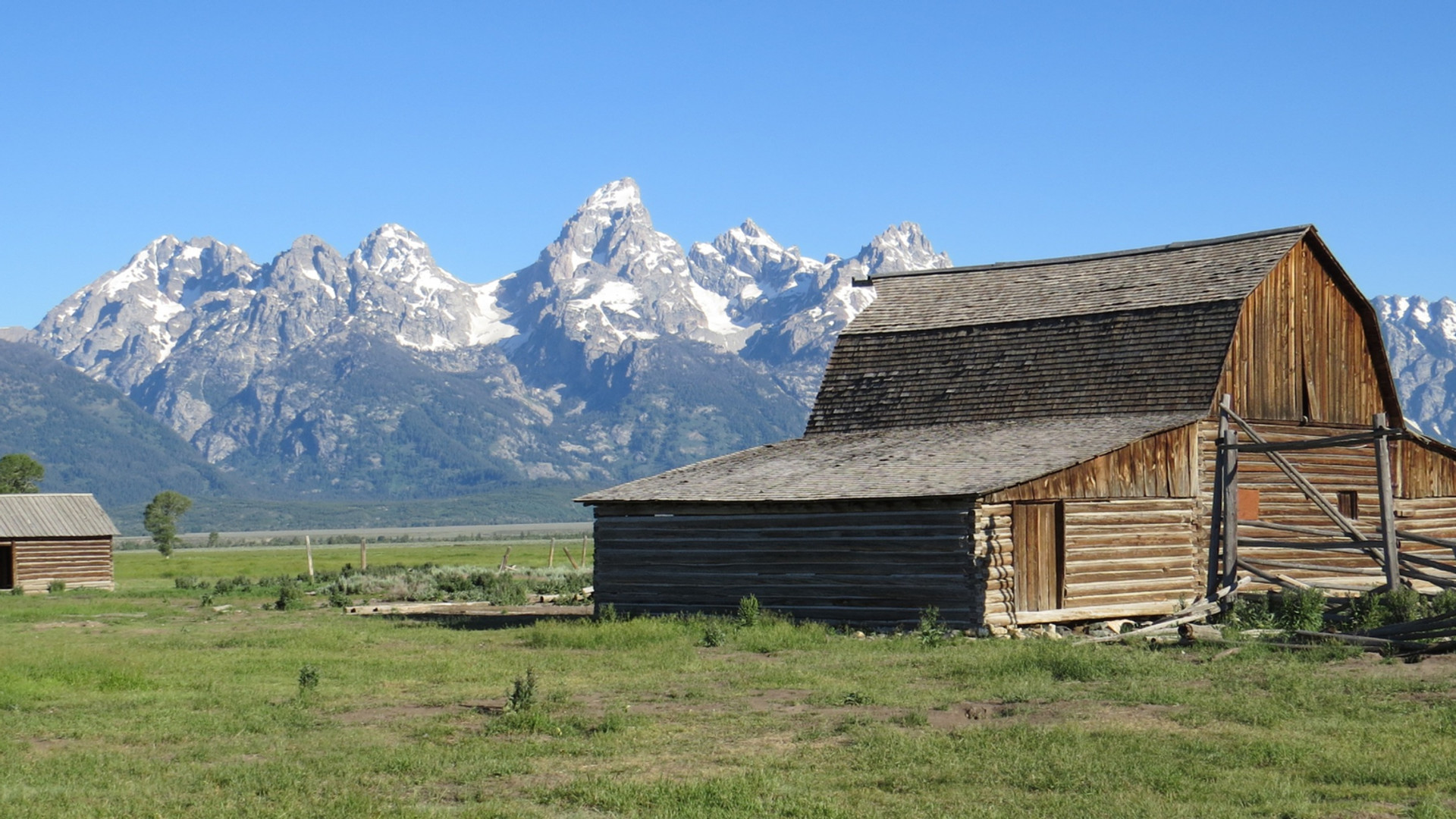 grand-teton-tour-mormon-row_edited.jpg