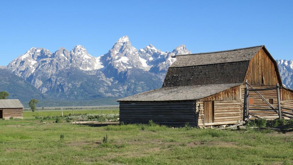 grand-teton-tour-mormon-row_edited.jpg