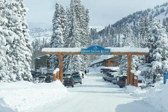 Grand-Targhee-Ski-Resort-entrance.jpg