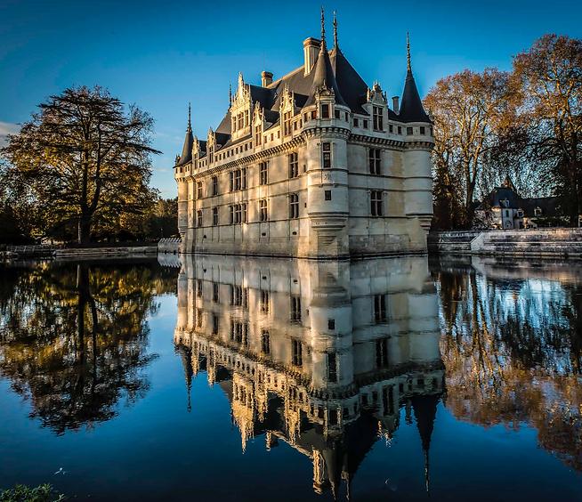 Azay-le-Rideau_ChateauWaterReflexion_edi