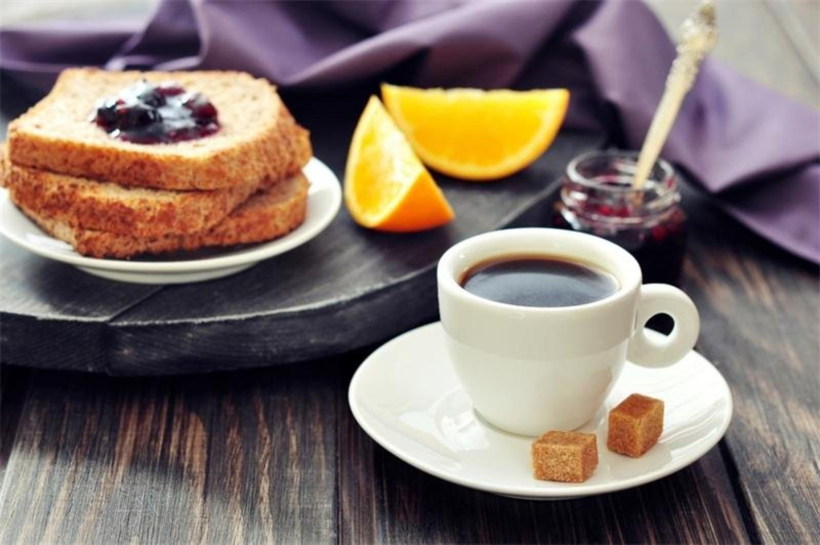 тосты и кофе