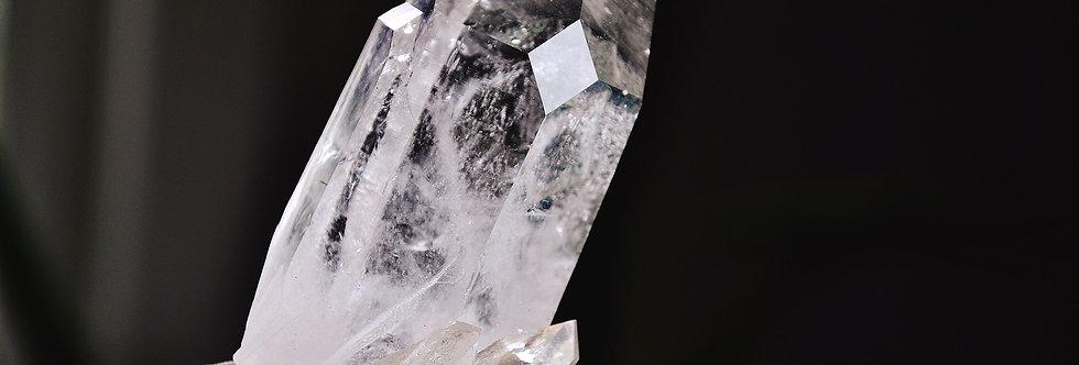 Cathedral Cluster w. Diamond Window + Key