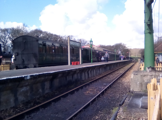Train awaiting departure to Wootton