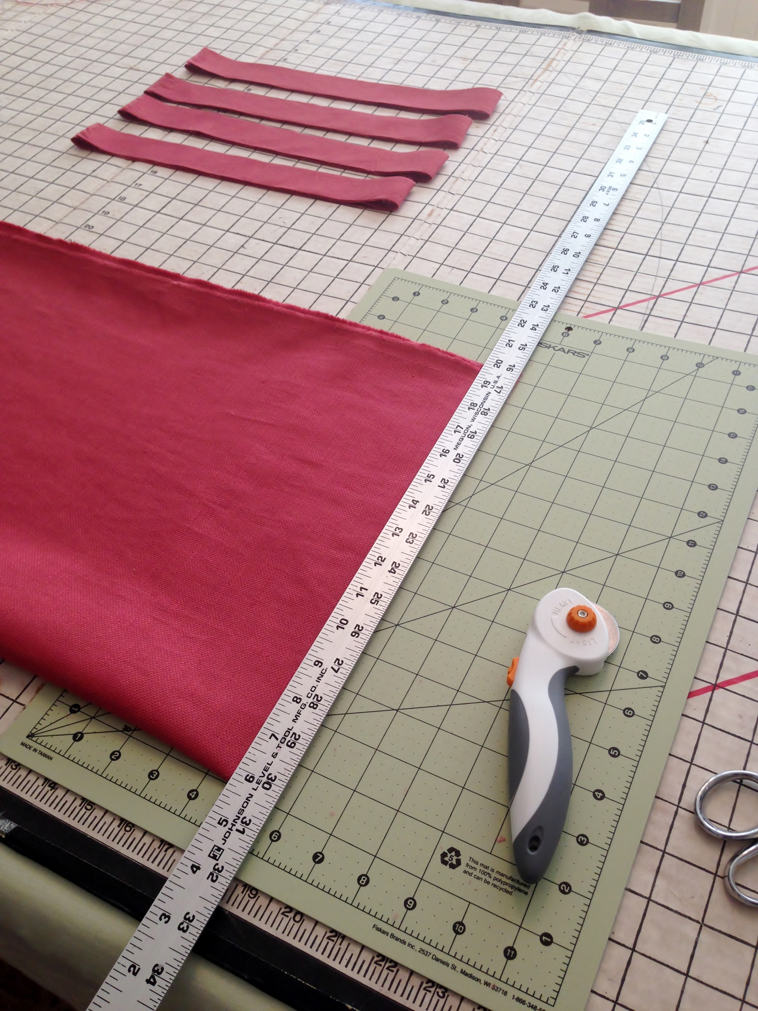 Cutting strips for piping