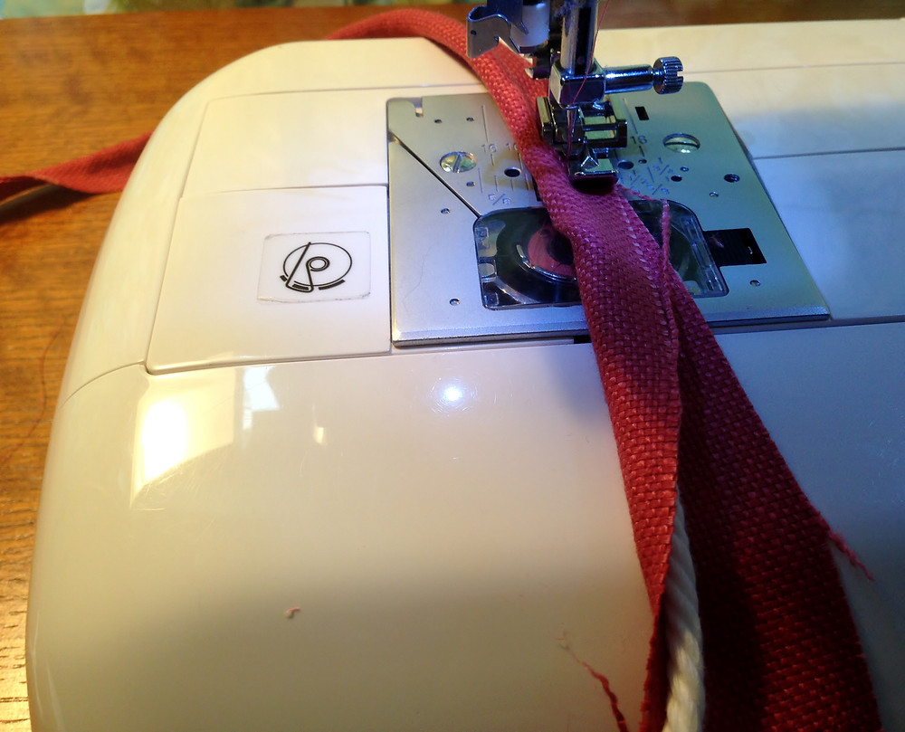 sewing piping.jpg