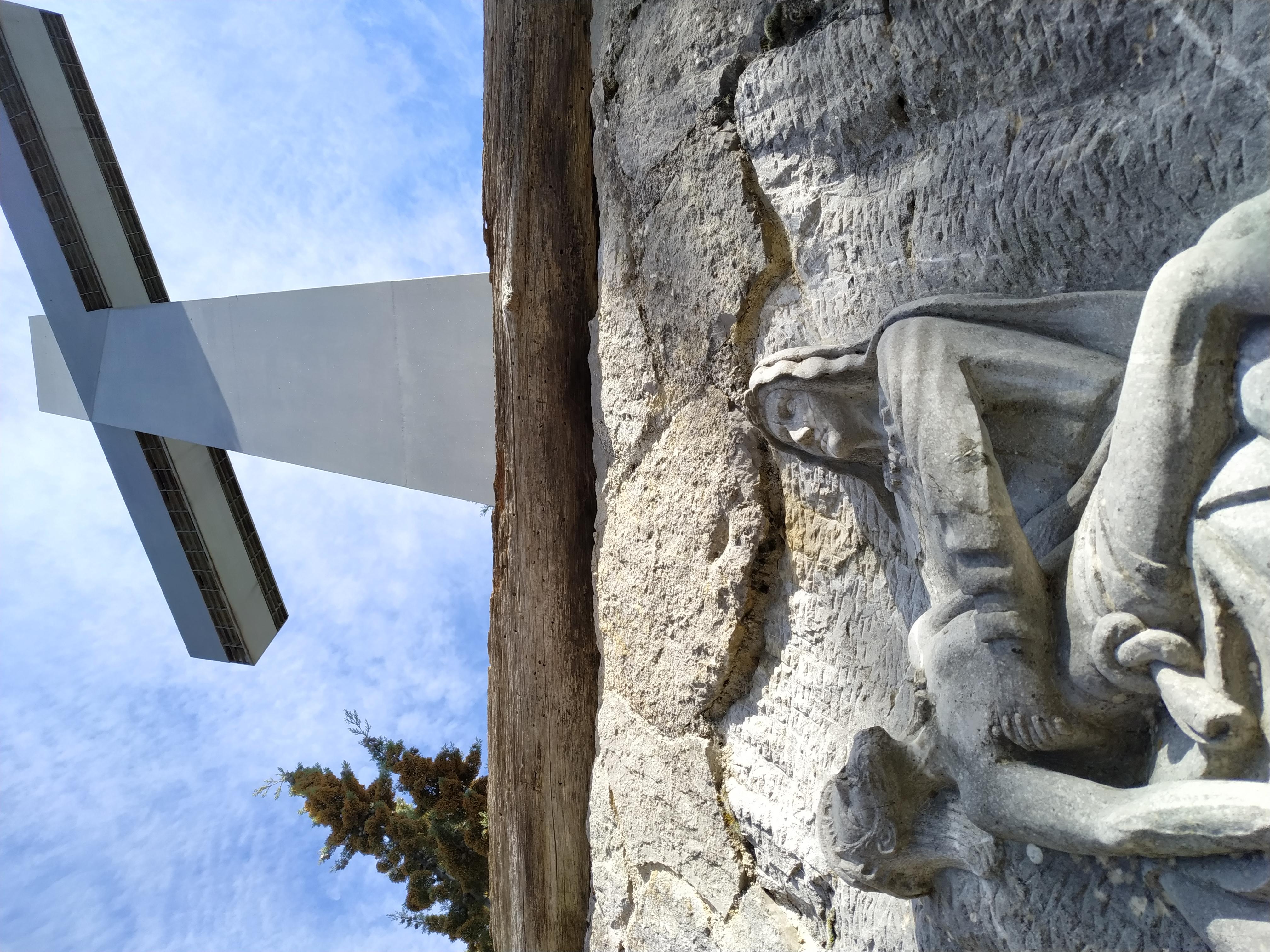 La Croce di ferro antistante il Santuario del SS Crocifisso