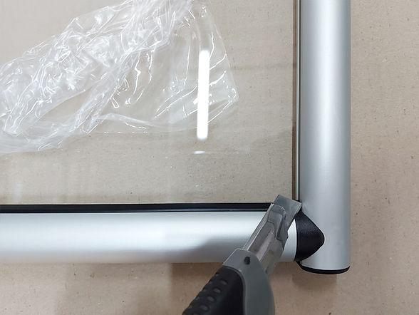 Lavorazione plexiglass e assemblaggio con altri materiali