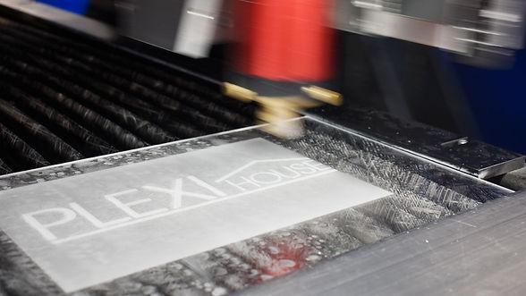 incisione-su-plexiglass-plexihouse.jpg