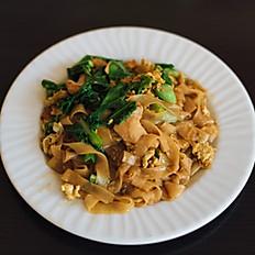 N5 - Pâtes de riz sautées au poulet à la sauce soja