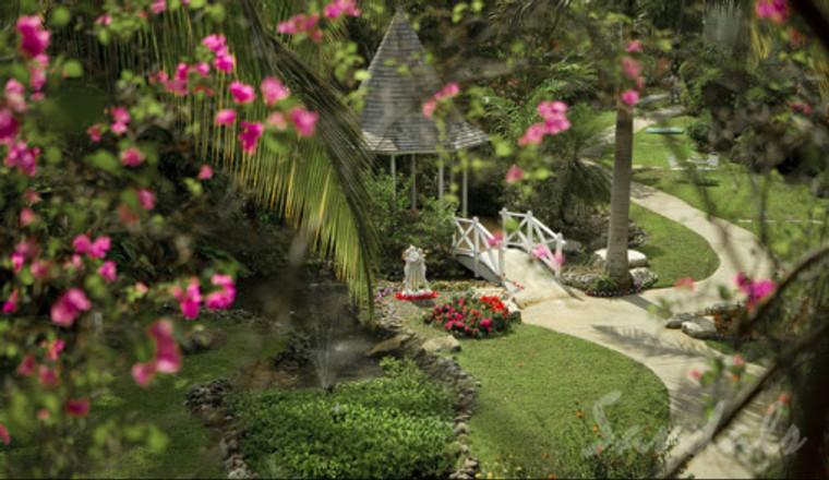 Lush Garden Gazebo Sandals Negril