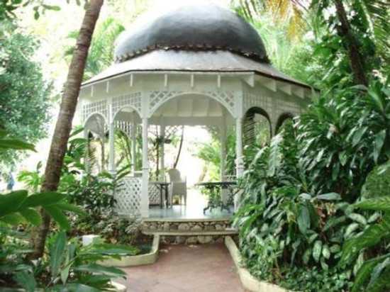 Couples Tower Isle garden-gazebo