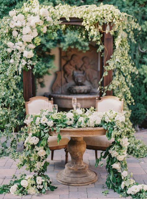 15d9f745aee8f9a6010562b8e77d3020--sweethearts-table-wedding-wedding-garlands